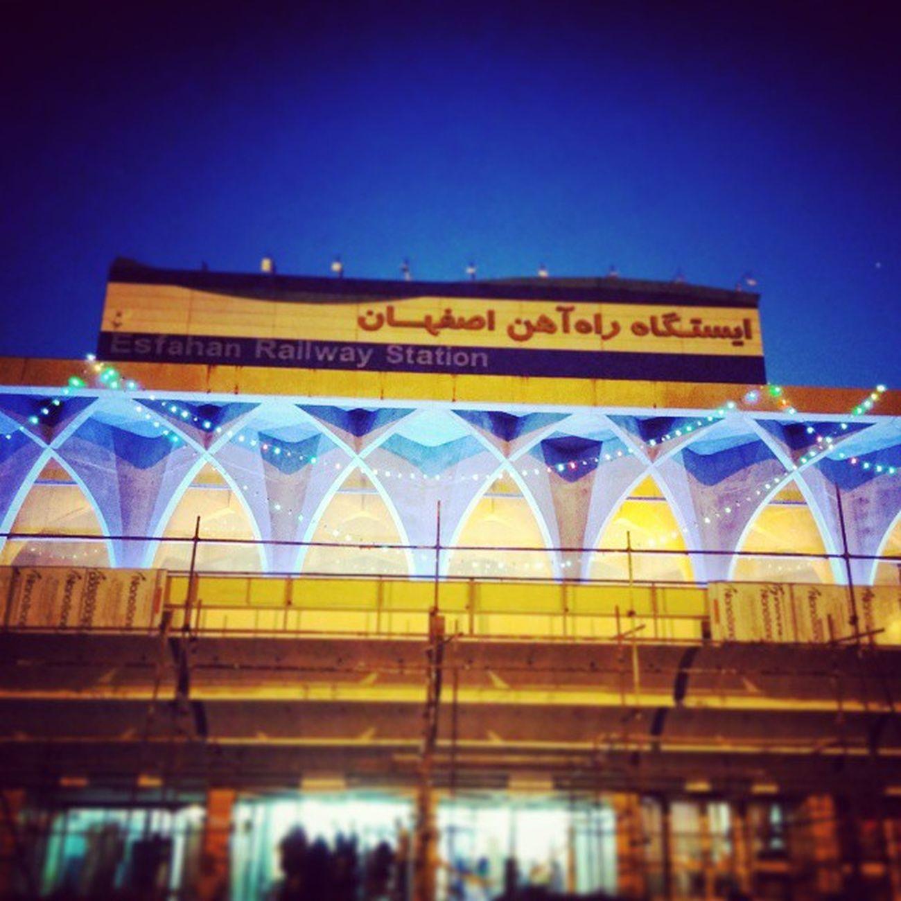 شهر تمدن و هنر و معماری ایران سلام...😊🌷 اصفهان راهاهن قطار مسافرت هتل صبح Isfahan Tehran Sunmer September Travel Goodday Happy