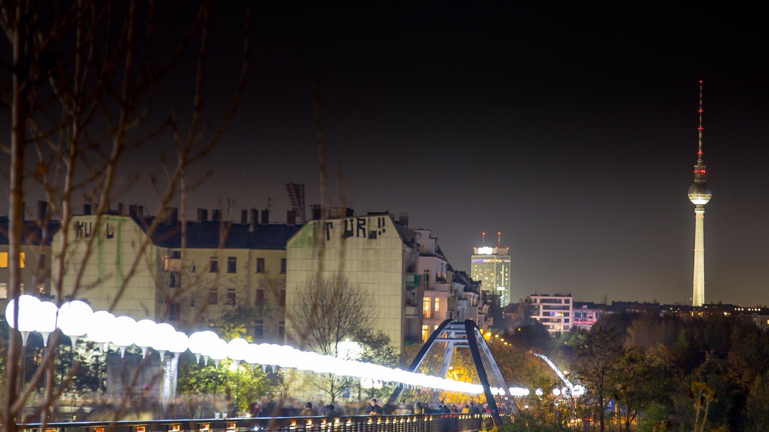 Lichtgrenze Berlin Night Photography