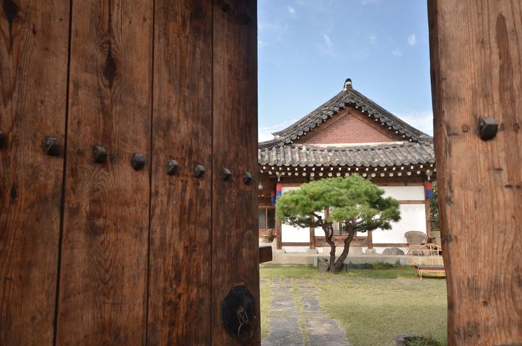 Han-ok stay. Tarvel / Korea South Korea EyeEmNewHere Korea Stay Tarvel Security Woodn Traditional Door Traditional Door Textured  Wood - Material Built Structure Old-fashioned Building Exterior Korea Tradition Korea Hanok Architecture