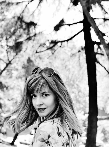Woman Wood Girl Beautiful Woman  Long Hair Lifestyles Leisure Activity Madrid Spaın Big Eyes Black And White Black And White Portrait Tree Nature Park Portrait Popular Photos Portrait Of A Woman Black And White Collection  Blackandwhitephotography Black And White Collection  Nice Girl Travel Travel Photography Nikon