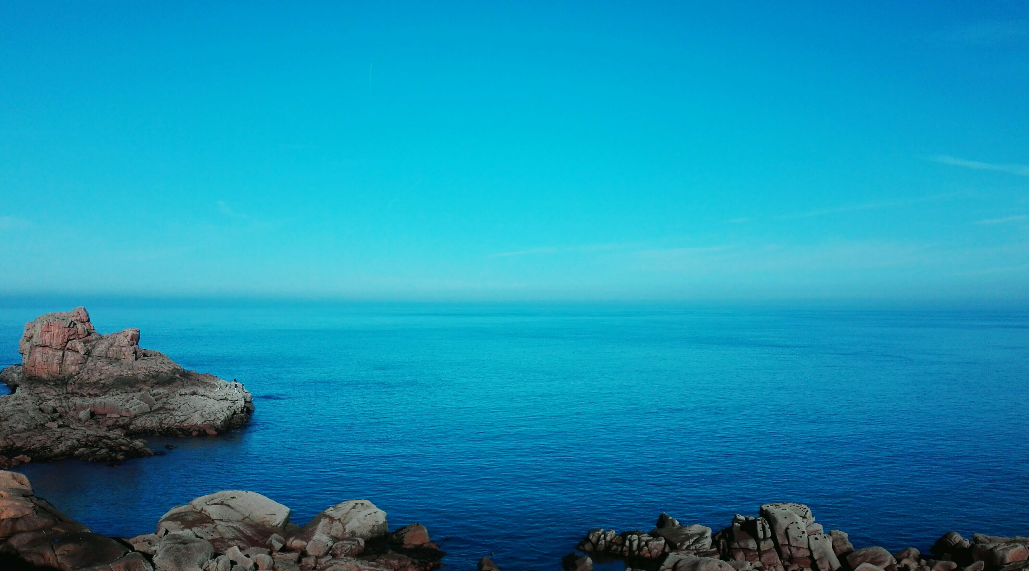 sea, rock - object, water, horizon over water, nature, tranquil scene, beauty in nature, scenics, blue, tranquility, outdoors, day, no people, sky, clear sky, pebble beach