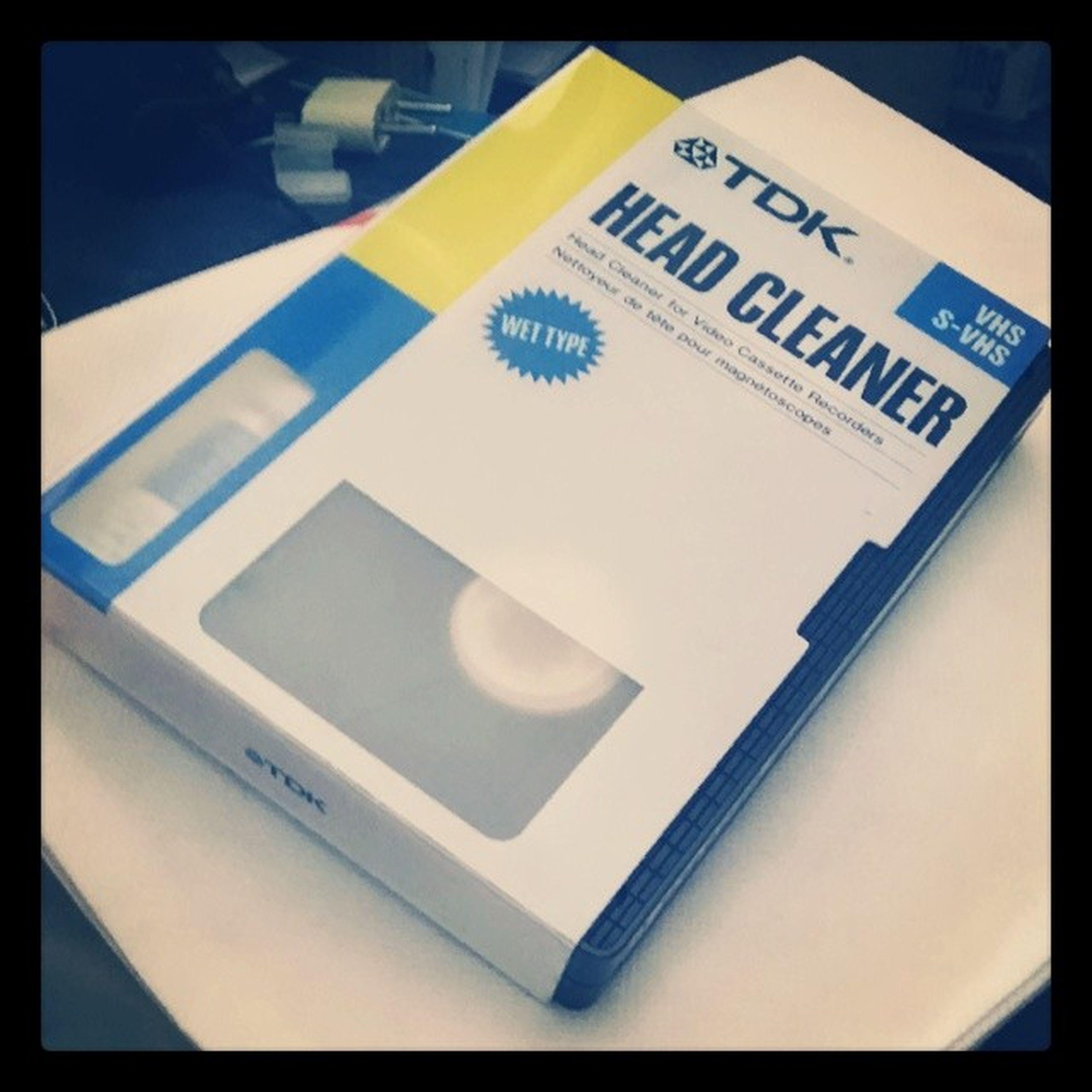 Lo encontré...Ahora puedo limpiar los cabezales! VHS Ochentoso