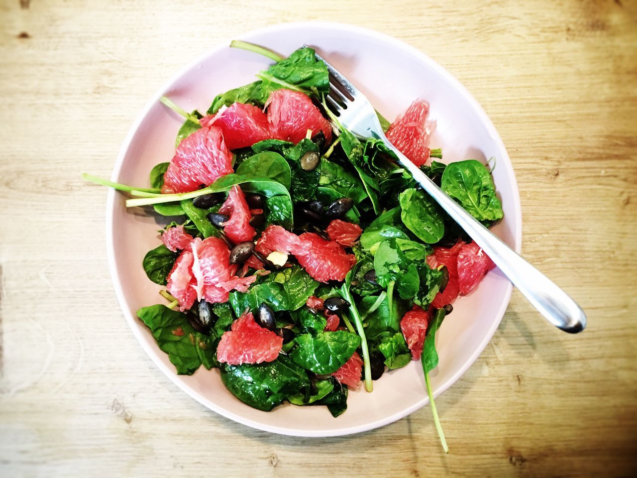 Salad with pink grapefruit Salad Food Salad Time Spinach Green High Angle View Plate Grapefruit Pink Healthy Eating Healthy Food Healthy