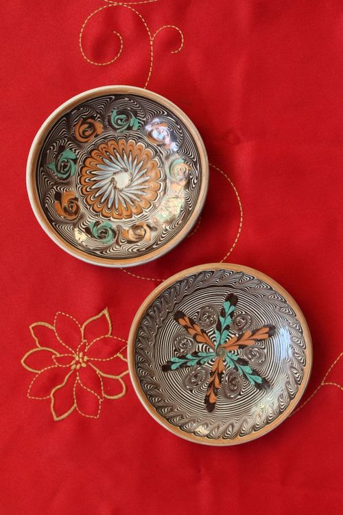 Colored Background High Angle View Red Red Background No People Currency Coin Close-up Pots Patterns & Textures Pattern, Texture, Shape And Form HD Small Canonphotography Macro Photography Studio Shot Textured  Miniature Close Up Traditional Christmastime Blurred Background Plate Ethnographic Indoors