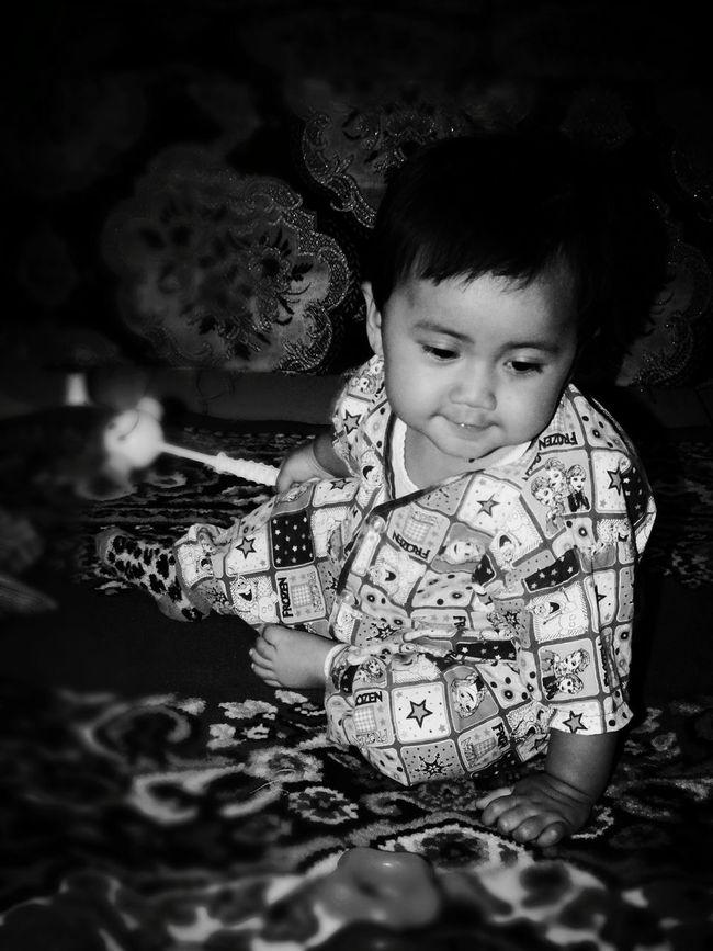 First Eyeem Photo INDONESIA Lembang Freelance Life Bandunglautanphotographer Blackandwhite Imut Cute Lucu Cantik Kamar Babygirl Baby ❤ Baby