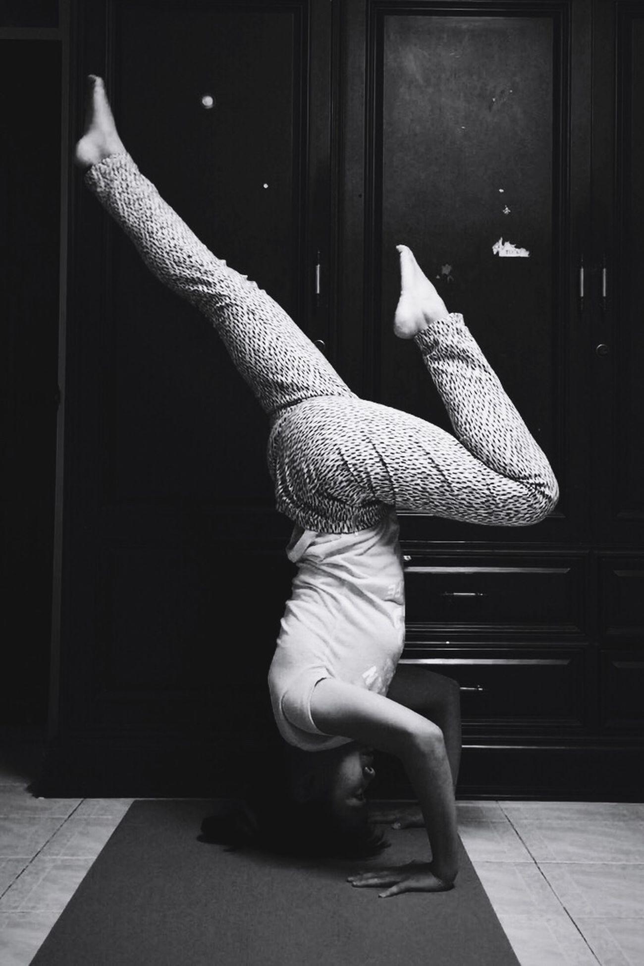 H E A D S T A N D   S P L I T L E G Yoga Yogawithbigvoice Headstand Balancing Act Balance Enjoying Life That's Me