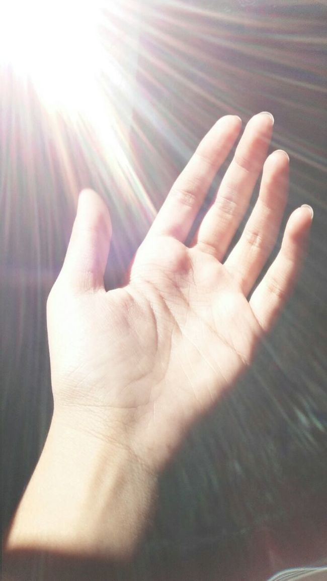 My hand 😀😀 Sunlight Capture_today EyeEm Gallery Eyemphotography From My Point Of View Mobilephotography Withouteffect Without Edit ^^ Different Light And Shadow Sunlight Reflection Myhand
