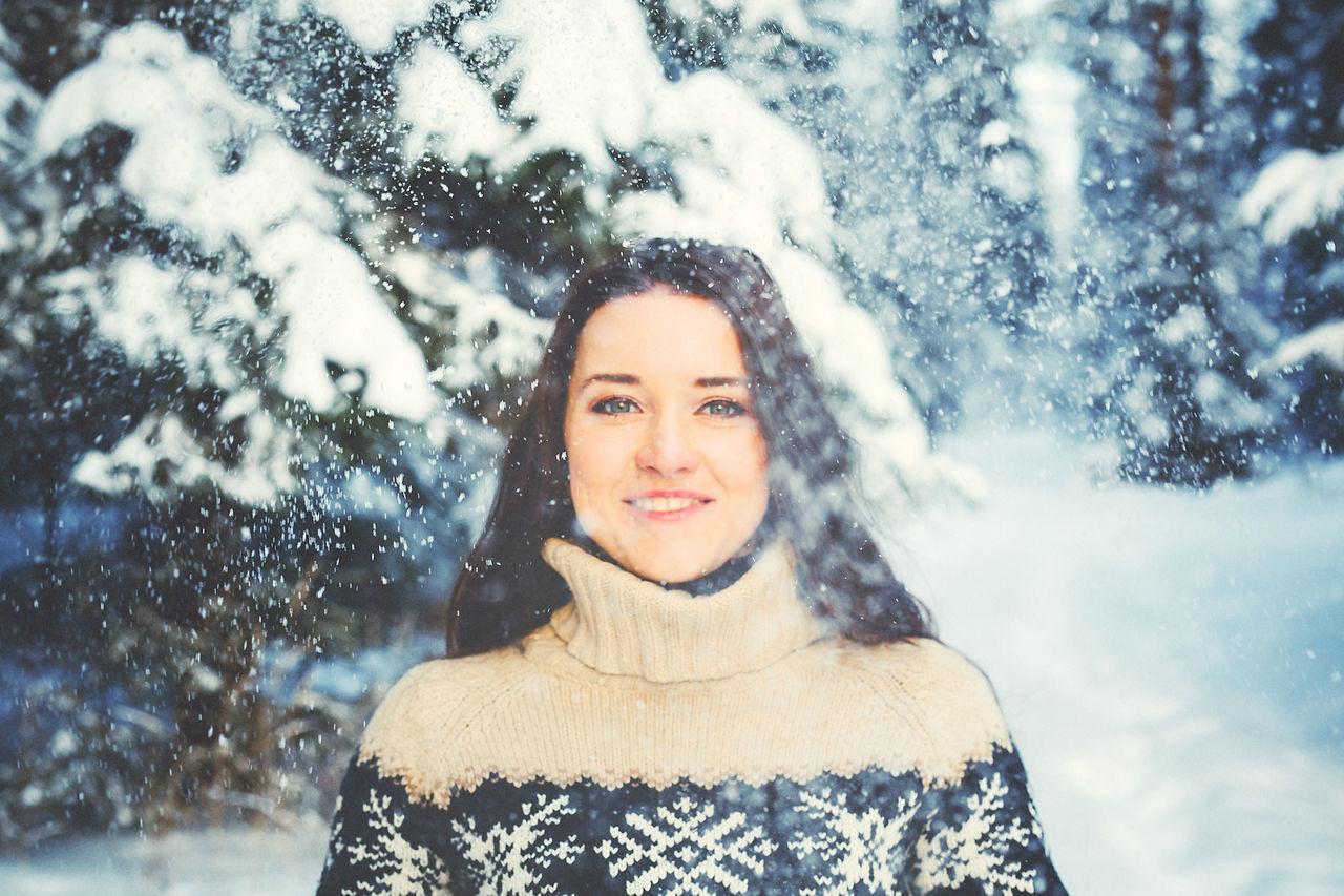 Winter Snow Gerl Portrait Looking At Camera Beautiful People Beautiful Woman People Women Smiling