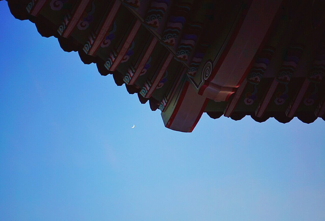 Korean Traditional Architecture Roof Moonleap From My Point Of View Light And Shadow Shadow Silhouette Getting Inspired Streamzoofamily