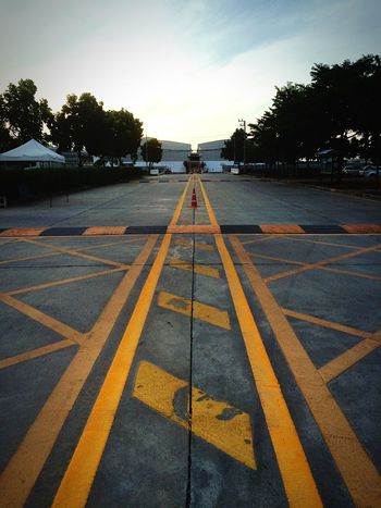 Fastfac In Front Of Company Road Street Yellow Line Sunset Landscape_Collection Yellow Star