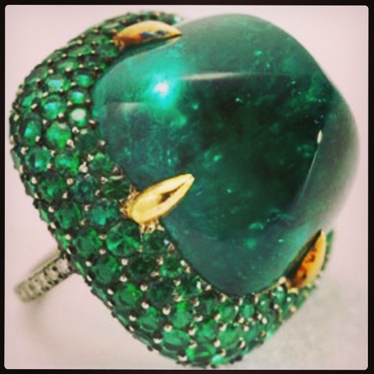 Beautiful cabochon Emerald ! by JAR Jewelry Instajewelery Instagood Instagroove Instagramhub Fashioninsta Fashion Fashionable Igfashion Jj  Jewellery Mücevher Zümrüt