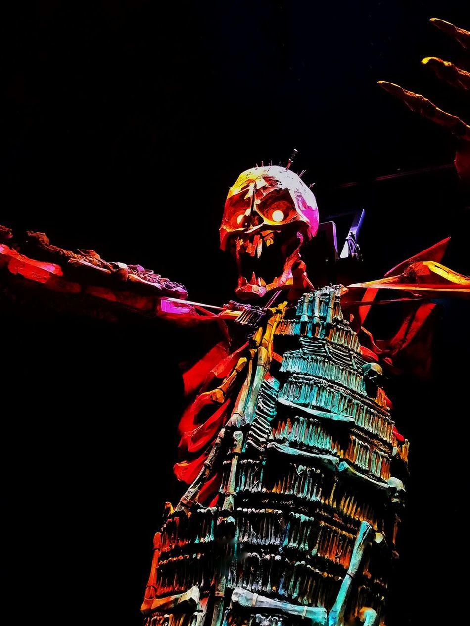 One Person Night Illuminated People Skeleton Kubo MOVIE Universal Studios  Universal Studios Hollywood Laika Studio Giant Large Stopmotion EyeEmNewHere Moviestudio EyeEmNewHere Art Is Everywhere