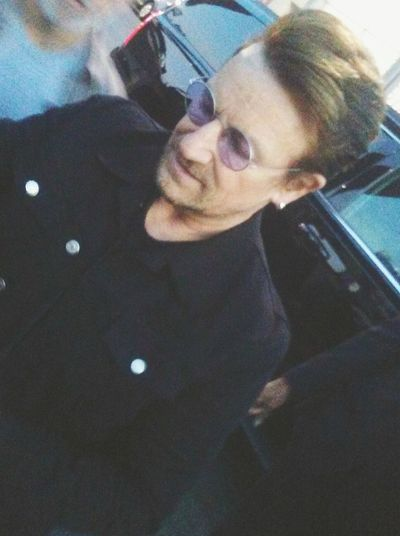 Bono Bono U2 U2 Signing Autographs Autographs Autographs ! Its A Beautiful Day It's A Beautiful Day Itsabeautifulday Fanatics Frenzy Rockstar♪♬ Rockstar Rocks On Rockstar RockstarShit Rockstar Life  Fanaticism Signing Superstar Rockstarphotography OMG!!!!  Fanstuff Superstar Status Autograph Seekers Fanfreakout