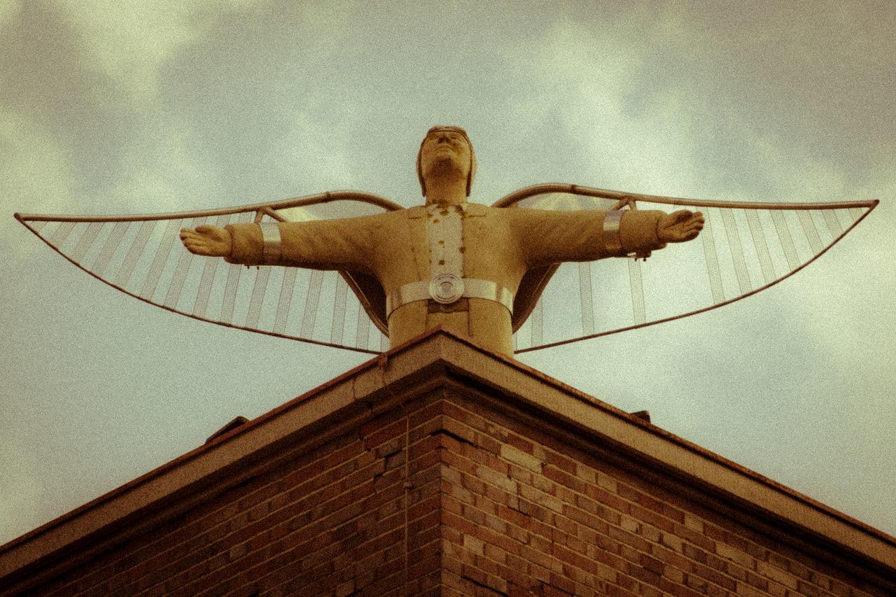 Art Aviator Culture Flyer K-Town Kaiserslautern Kammgarnspinnerei Rooftop Spread Your Wings