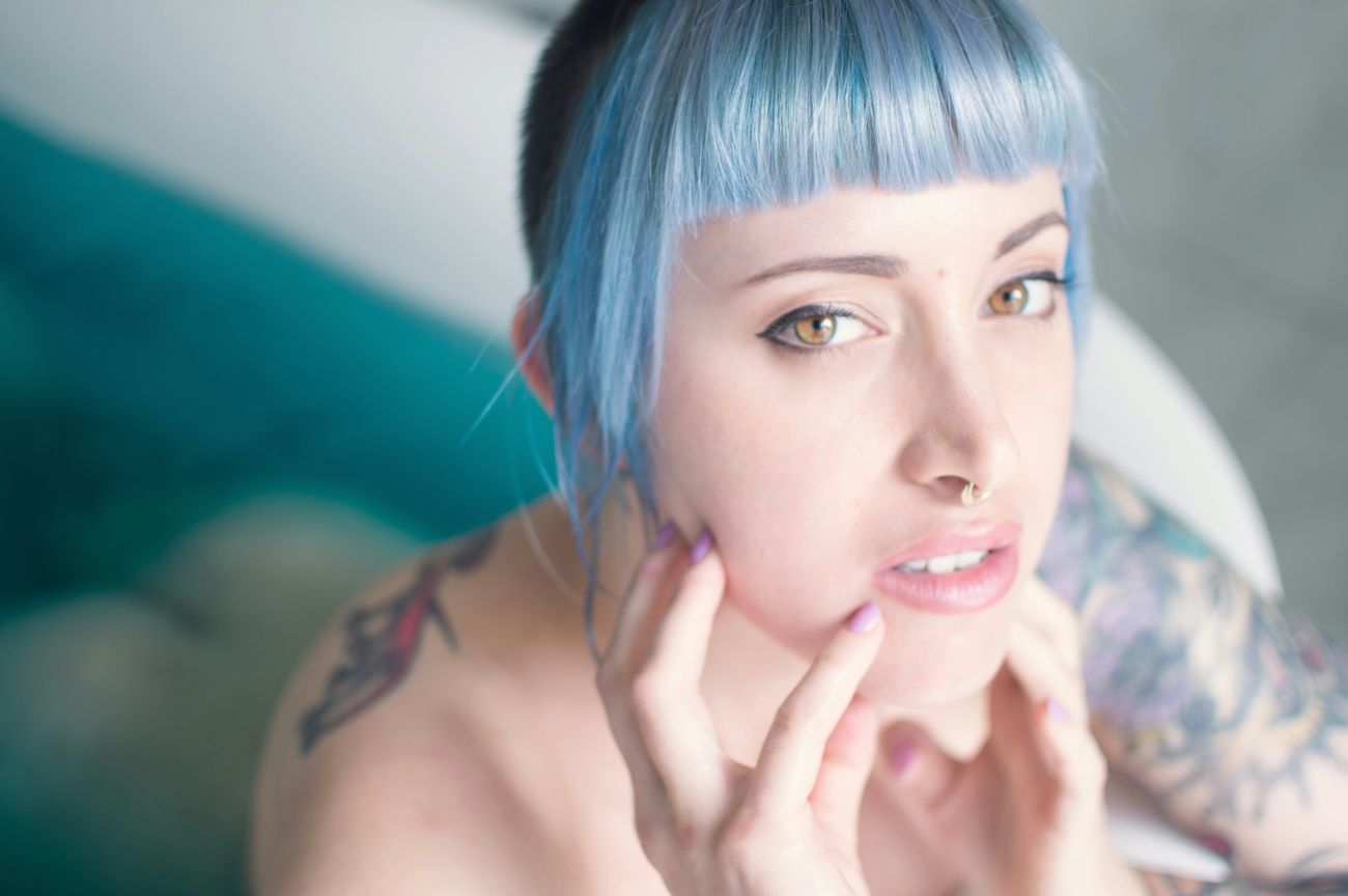 The beautiful Amaryllis in an unnamed set we shot back in February! I want this babe to be a Suicide Girls so badly ❤ Sgaustralia Portrait Shot By Victory SuicideGirls Alternativemodel Sghopeful Girls With Tattoos Blue Hair Amber Eyes Girls With Piercings