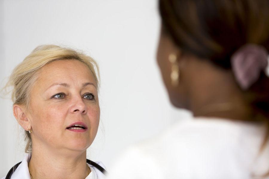Bad News Good News Patient Portrait Medical Doctor  Nurse Reassurance Women Reassuring