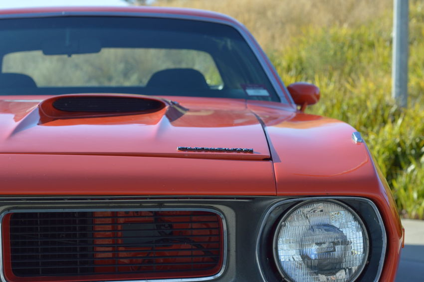 Close-up Collector's Car Cuda Drag Plymouth V8