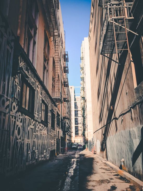 Alley oop DTLA Urban Urban Geometry Streetphotography Building Exterior Embrace Urban Life Losangeles