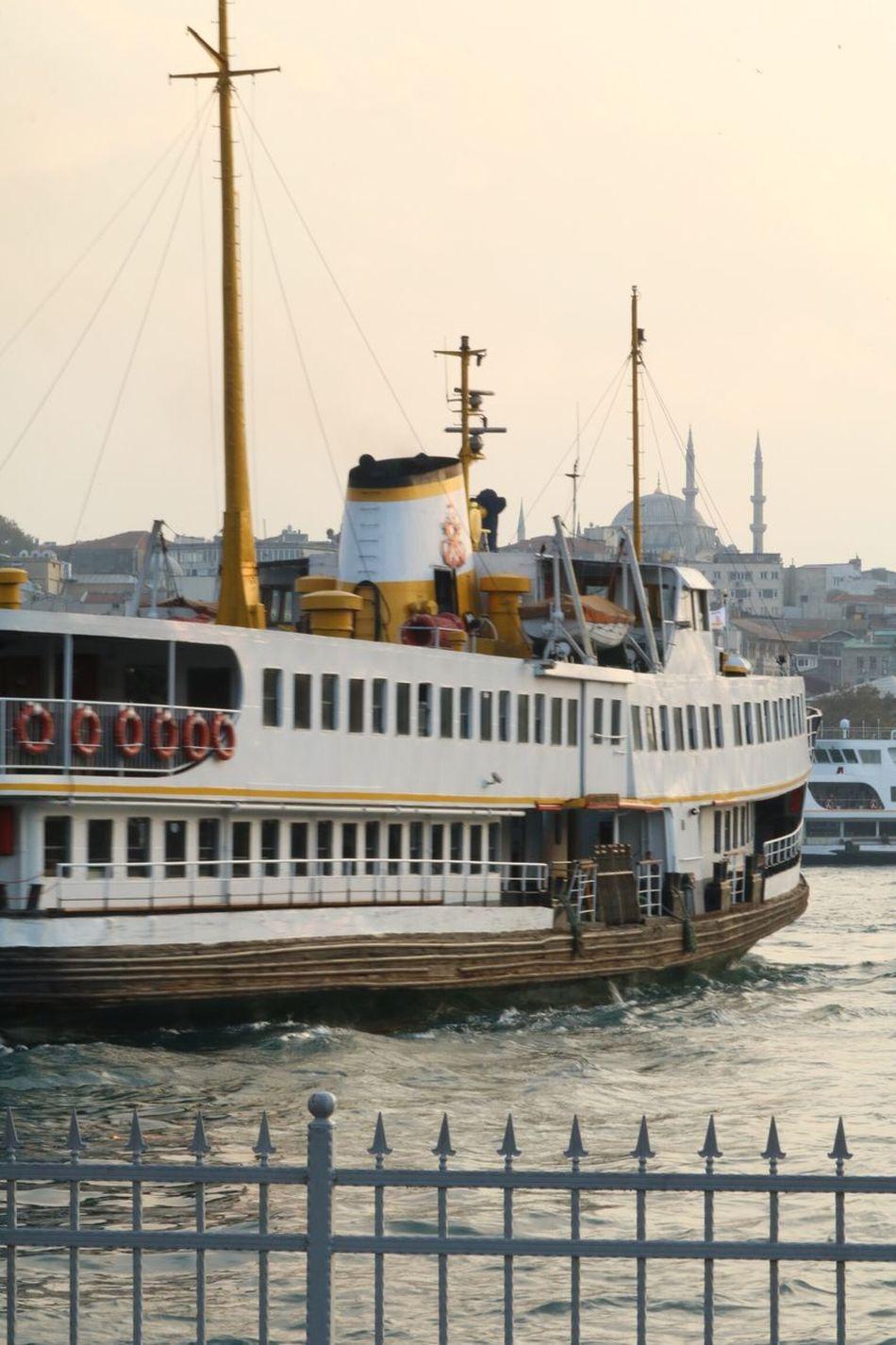 Vapur Vapur Ve İstanbul Vapur Iskelesi Iskele Nature Photography Istanbul Turkey Istanbul Karaköy Eminönü Turkey Istanbuldayasam Deniz Sea Boğaz City Life City