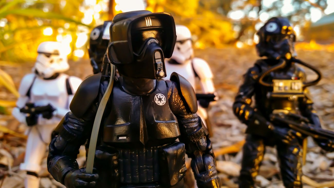 Toyphotography Starwarstoys Toycommunity Toy Photography Sunset Starwars Photography Star Wars Toys Starwarsfigures Shadowtrooper Stormtrooper Toy Stormtroopers Hasbro Starwarstheblackseries Collectibles Scouttrooper