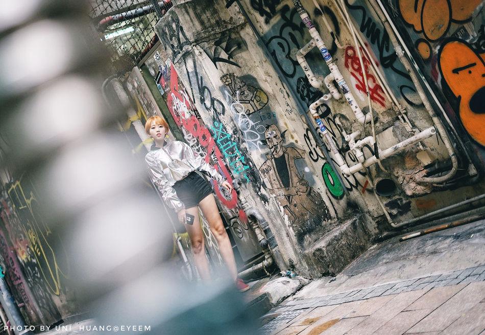 Lifestyles Artist People Outdoors Hongkongphotography Hongkong Style Hongkongstreet Paintings Illustrateyourworld