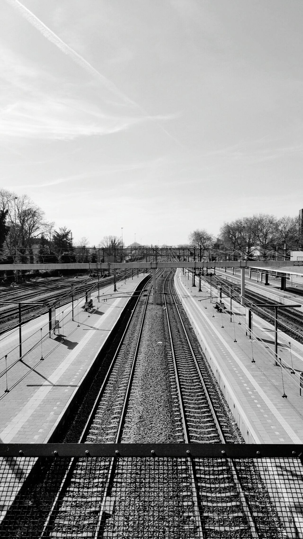 Railroad Station Dordrecht 2016 The Netherlands Taking Photos Enjoying Life May/mei Urbanphotography Zuid Holland Taking Photos Morning Railroad Track Rails TreinStation Ochtend Treinrails My Commute-2016 EyeEm Photography Awards