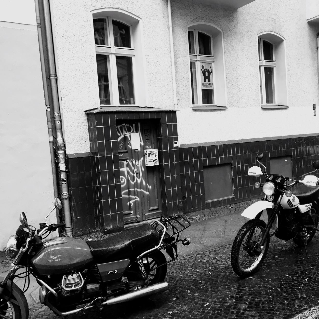 Vintage Motorcycles guzzi yamaha_xt Building Exterior Mode Of Transport Built Structure Transportation Architecture Stationary Land Vehicle Bicycle Day Outdoors Parking Motorcycle Scooter Motorbike No People
