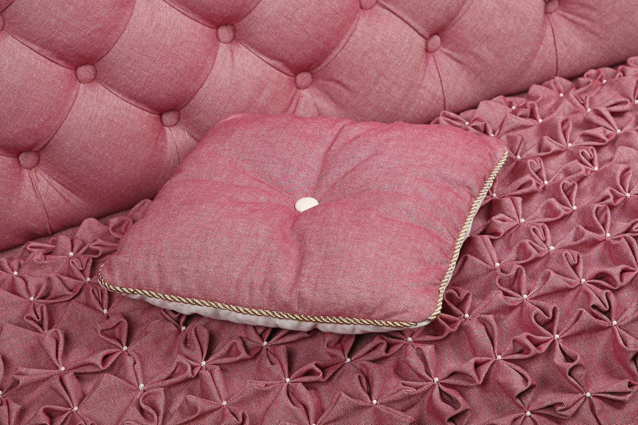 Pink, roze color luxury capitone sofa with pillow, Chesterfield style tufted buttoned fabric textile pattern Bed Capitone Chesterfield Close-up Decor Decoration Drapery Fabric Furniture Interior Interior Design Lux Luxury Luxurylifestyle  Pillow Pink Pink Color Premium Retro Retro Style Rich Roze Sofa Textile