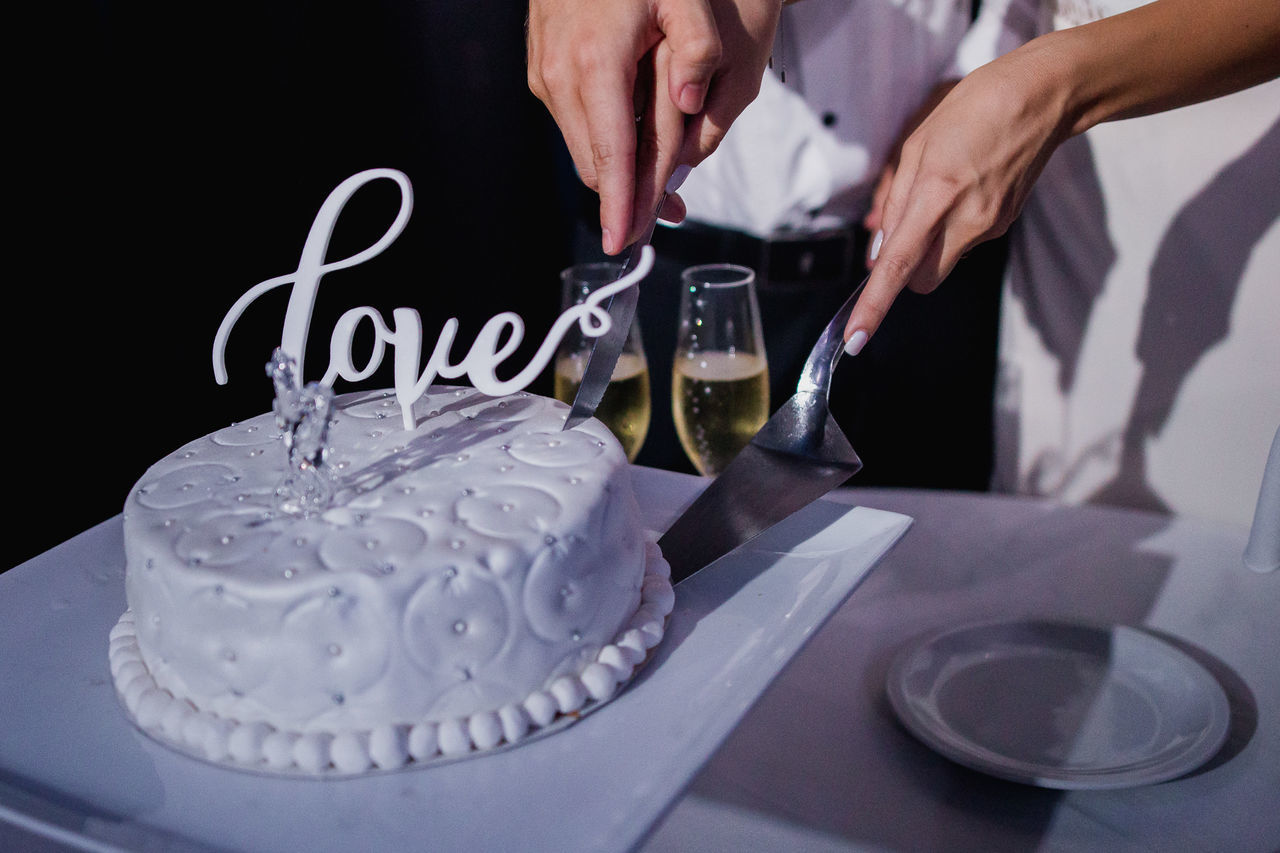 Wedding Cake Adult Adults Only Birthday Cake Celebration Celebration Event Close-up Drink Drinking Glass Food Food And Drink Human Body Part Human Hand Indoors  Love Men Occupation One Man Only People Refreshment Table Weddding Wine Wineglass Young Adult