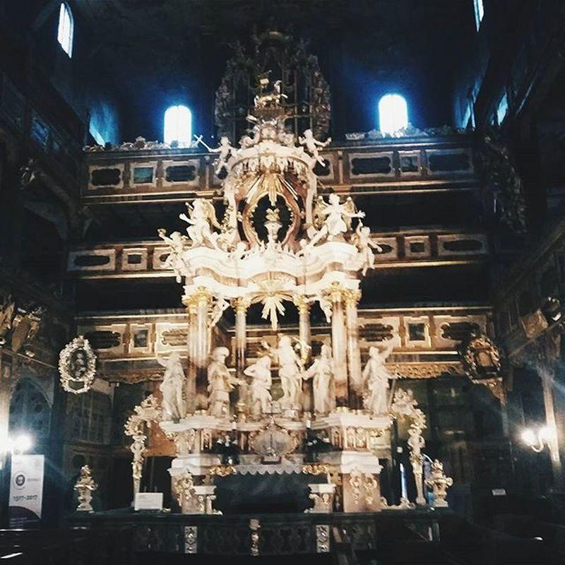 Kolejny Kościół odwiedzony, tym razem Kościół Pokoju w Świdnicy 💜 Info dla osób, które również chciałyby ten barokowy zabytek zwiedzić, sprawdźcie dokładnie godziny etc. :) Poza sezonem mogą być problemy :) Church Travel Barok Zabytek Monument Architectural Architektura Kościół Fejwryt Wycieczka