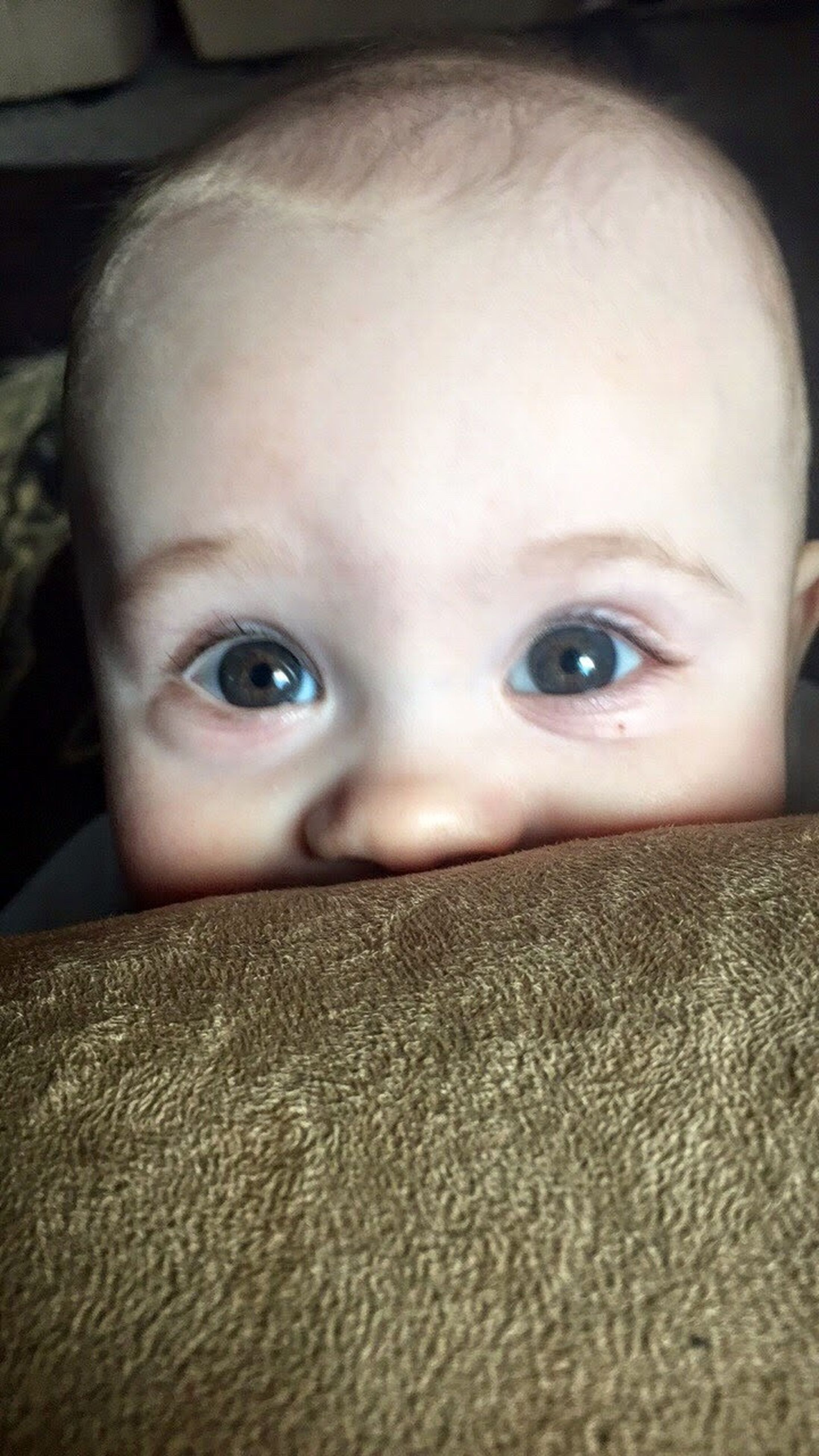 looking at camera, portrait, human eye, innocence, cute, blue eyes, human face, headshot, childhood, baby, toddler, real people, close-up, one person, indoors, babyhood, smiling, people, eye color, day, human body part
