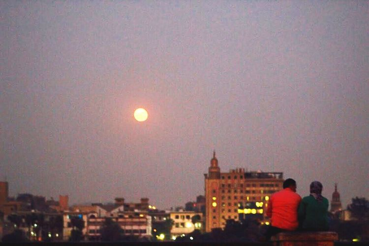 The_nile Outdoors Couple City Moonlight Romantic
