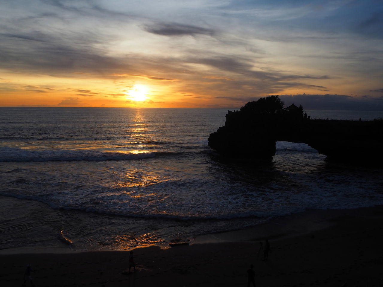 💛Love my sunset💛 Travel Tanah Lot Wave Bali Bali, Indonesia Life Is A Beach Beach Beauty In Nature Cloud - Sky Dramatic Sky Exceptional Photographs EyeEmNewHere Landscapes Lifestyles Nature Ocean Outdoors Romantic Sky Scenics Sea Still Life Sunset Sunset On The Beach Tadaa Community Tranquility