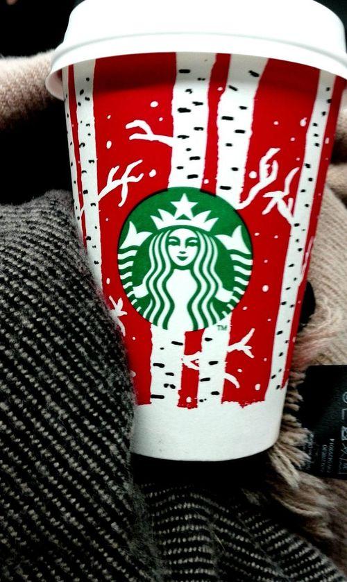 Close-up Red No People Text Starbucks Starbuckscoffee Starbucks Coffee Hm H&M Coffee Matcha Matcha Latte Matchagreentea Matchagreentealatte Urban Metro City Lifestyles Bcn Still Life
