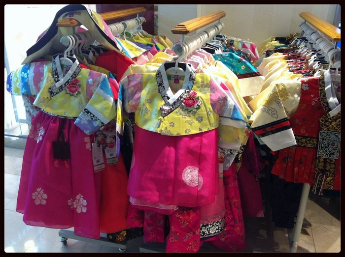 What lovely Korean traditional clothes~:-) Wandering Vacation Time Walking Around Relaxing
