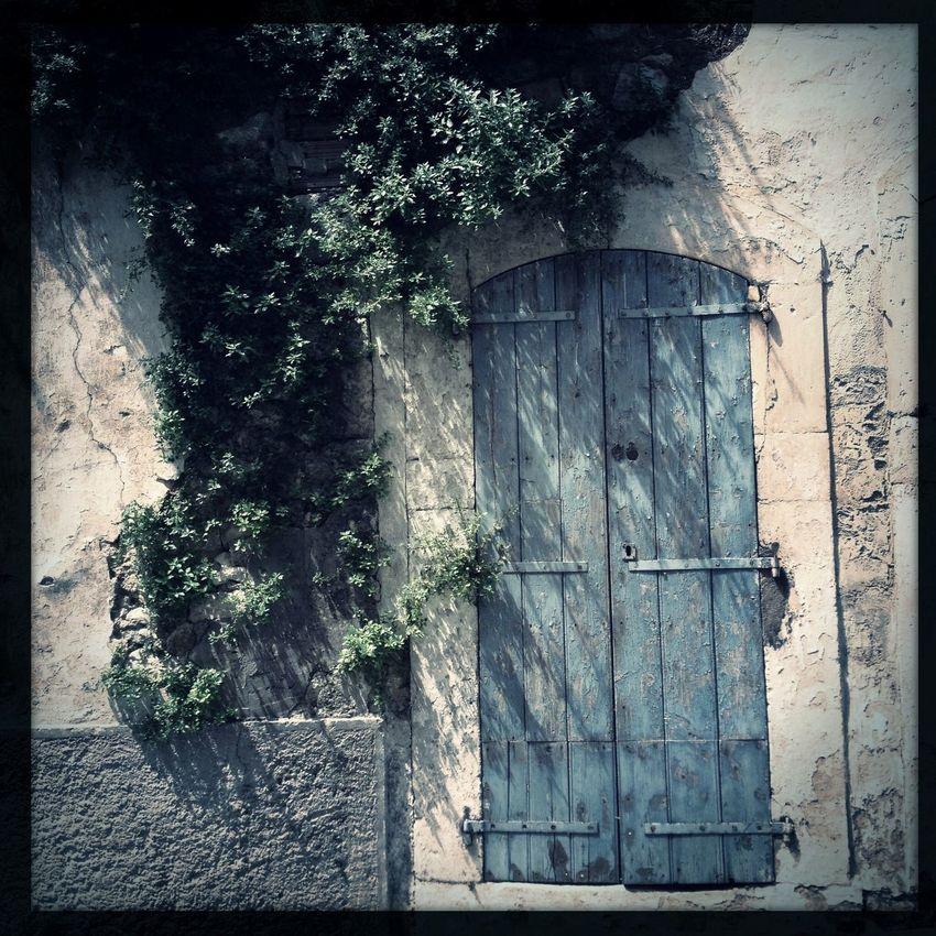 Street Photoography] street photo Window And Door Hicstoric City