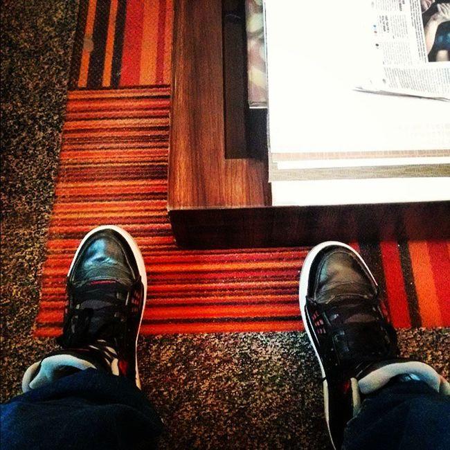 Waiting Jordan Instaevening Itraveliclick Instaclick Instaphoto Vintage Classic Vsco_spotlight _soi @streets.of.india India_and_me Itraveliclick Instaphoto Aroundtheworld Delhi Newdelhi Southdelhi CRPark @jordans_dailyInstamorning Instamood Photooftheday Photography @jumpman23