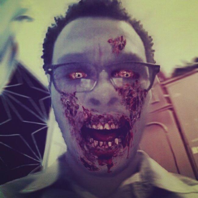 Zumbis Terror Apps Androide Testes Zueira Geek Instacool Noite Beleza Me Selfie InstaCriativo Zumbi Tobunito Um maluco me mordeu hj cedo, agora eu ñ estou me sentindo bem... Um bateu uma fome...