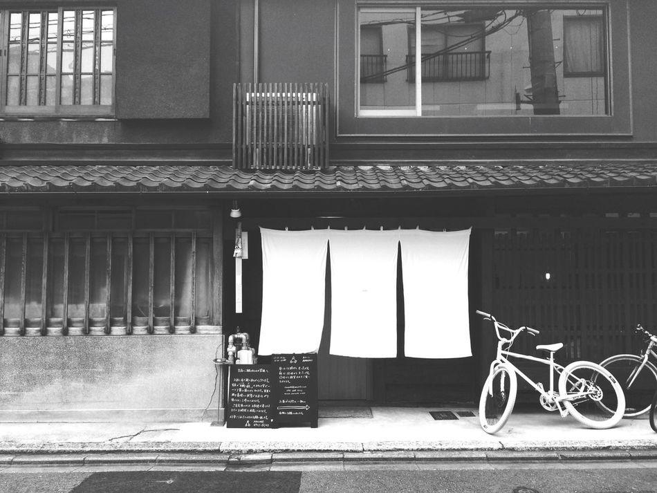 あたたかい頃に再訪したい…❀❀❀ Blackandwhite Kyoto Lunch AWOMB Sushi Japan 京都 手織り寿し Cafe