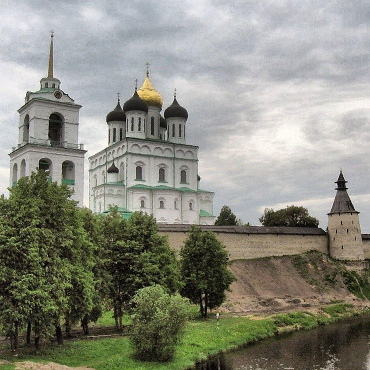 Pskov Russia Castle Church traveltravellingtravelerarchitecturebuildbuildingstravelholidaystripbeautifulwonderfulviewlandscapetowntravelgraminstatravellol