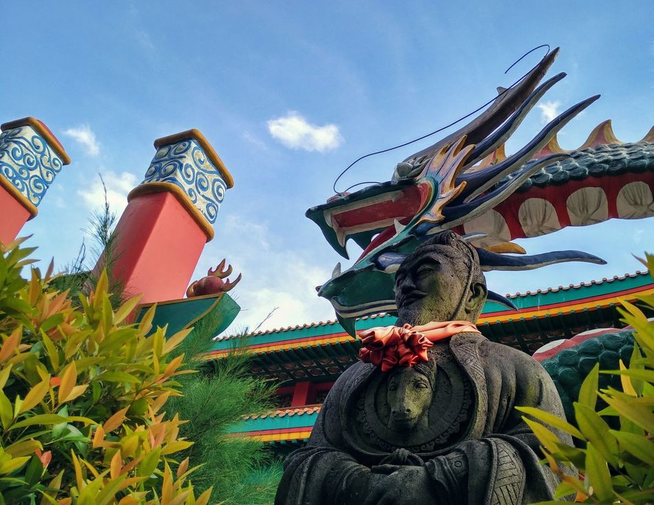 Multi Colored Sky Low Angle View Architecture Buddhist Temple Temple Buddhism Chinese Architecture Chinese Statues Chinese General Dragon Statue Religion Religious Architecture