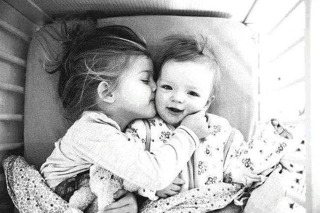Günaydın Kardeşler Bebek Baby SisterAndBrother Sisterkiss Ablakardeş :)