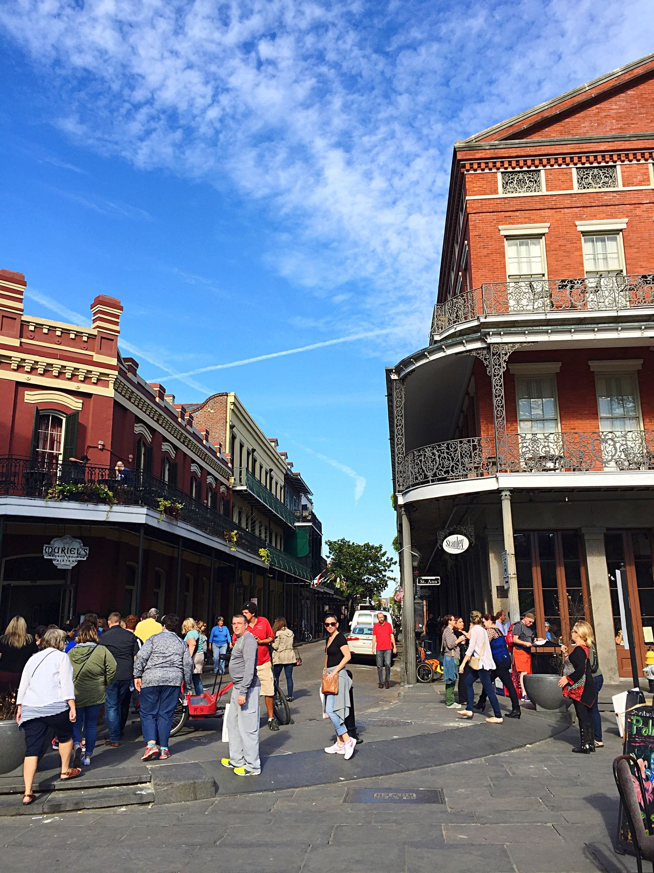 Building Exterior City Architecture Large Group Of People Sky Built Structure Real People Men Outdoors Women Day Adult Adults Only People Cityscape Jackson Square
