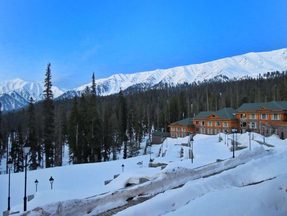 Battle Of The Cities gulmarg - Kashmir. Truely out of this world! Kashmir , India Gulmarg Indiapictures Snow Khyber Cold Temperature
