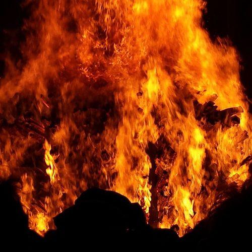 Feuer ist ein wirklich beeindruckendes Element! Feuer Element Chienbäse Liestal basel schlaflosinbasel freinacht morgenstreich