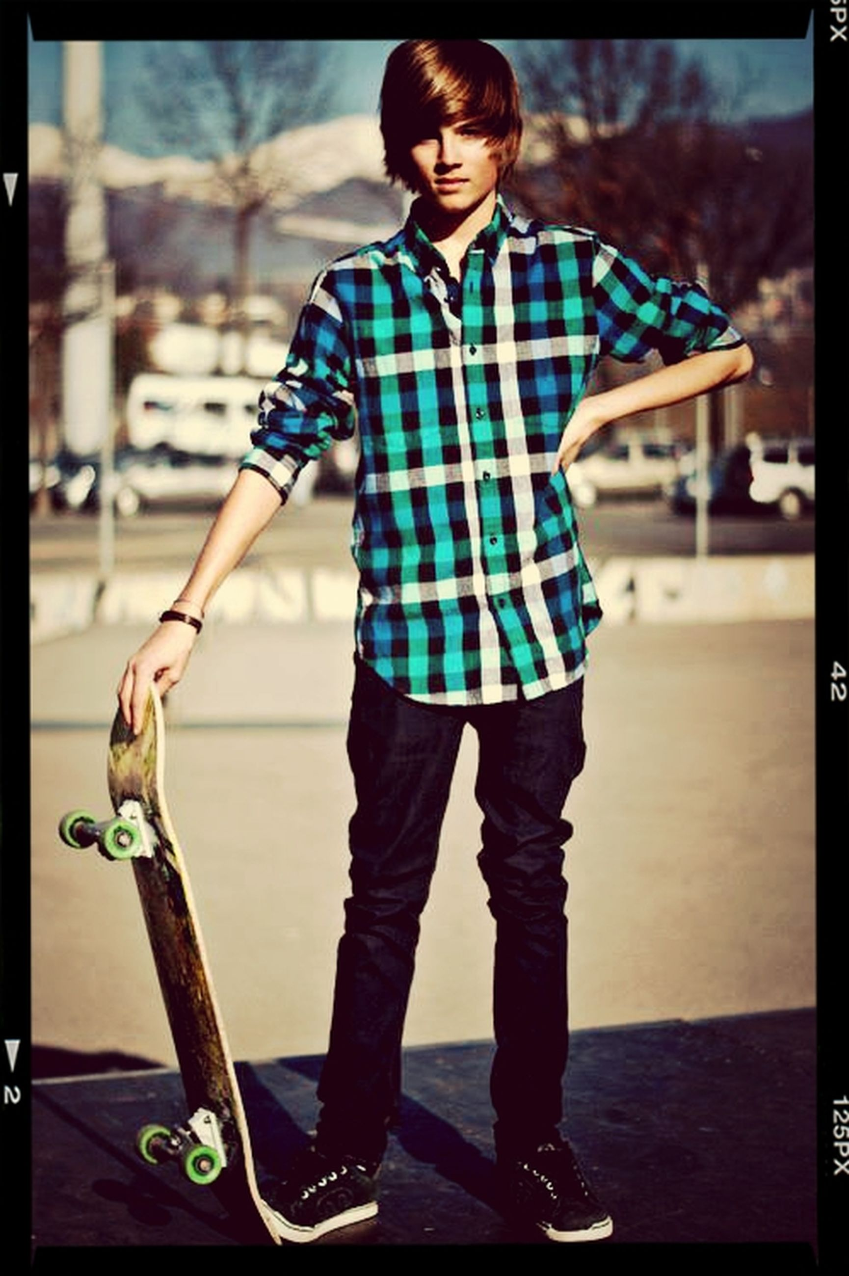 full length, casual clothing, childhood, lifestyles, elementary age, transfer print, boys, leisure activity, person, focus on foreground, girls, innocence, playing, standing, cute, auto post production filter, front view, playful