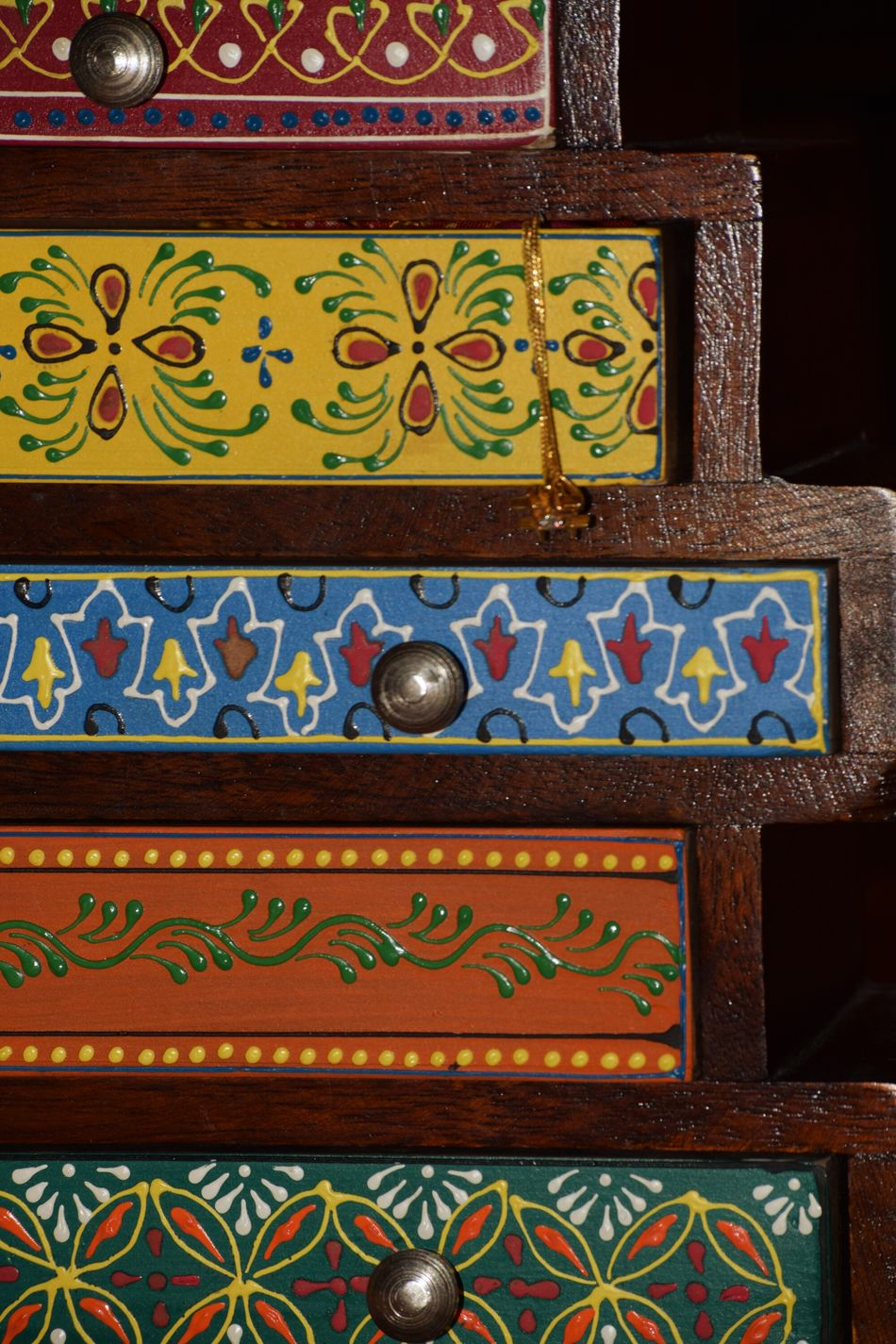 This is a small jewellery box which looks like Chestofdrawers Pattern Indoors  Decorative Art Handicraft No People Close-up Beutifully Organised Beautifully Organized Blackbackground Handmade For You Lieblingsteil