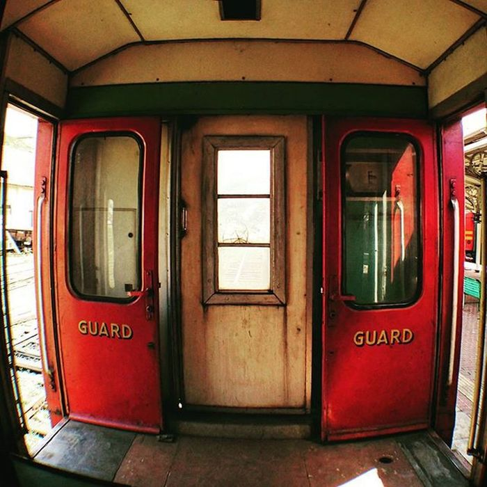 蒙面超人. 假面騎士 SriLanka Kandy Railway railwaystation
