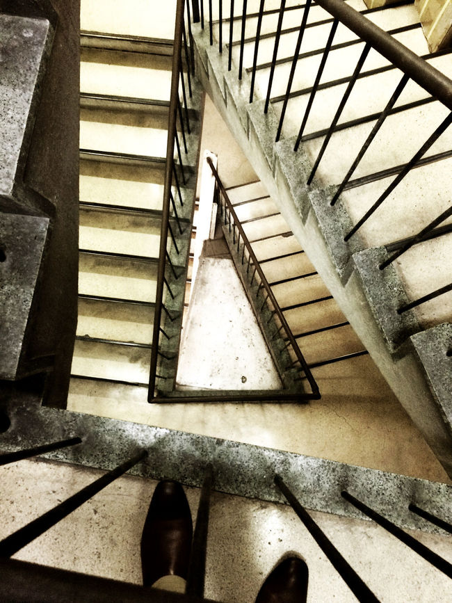 代々木 Yoyogi Tokyo Japan にある 代々木会館 の 階段 Stairs 。この階段登って、よくビリヤードに行っていた。