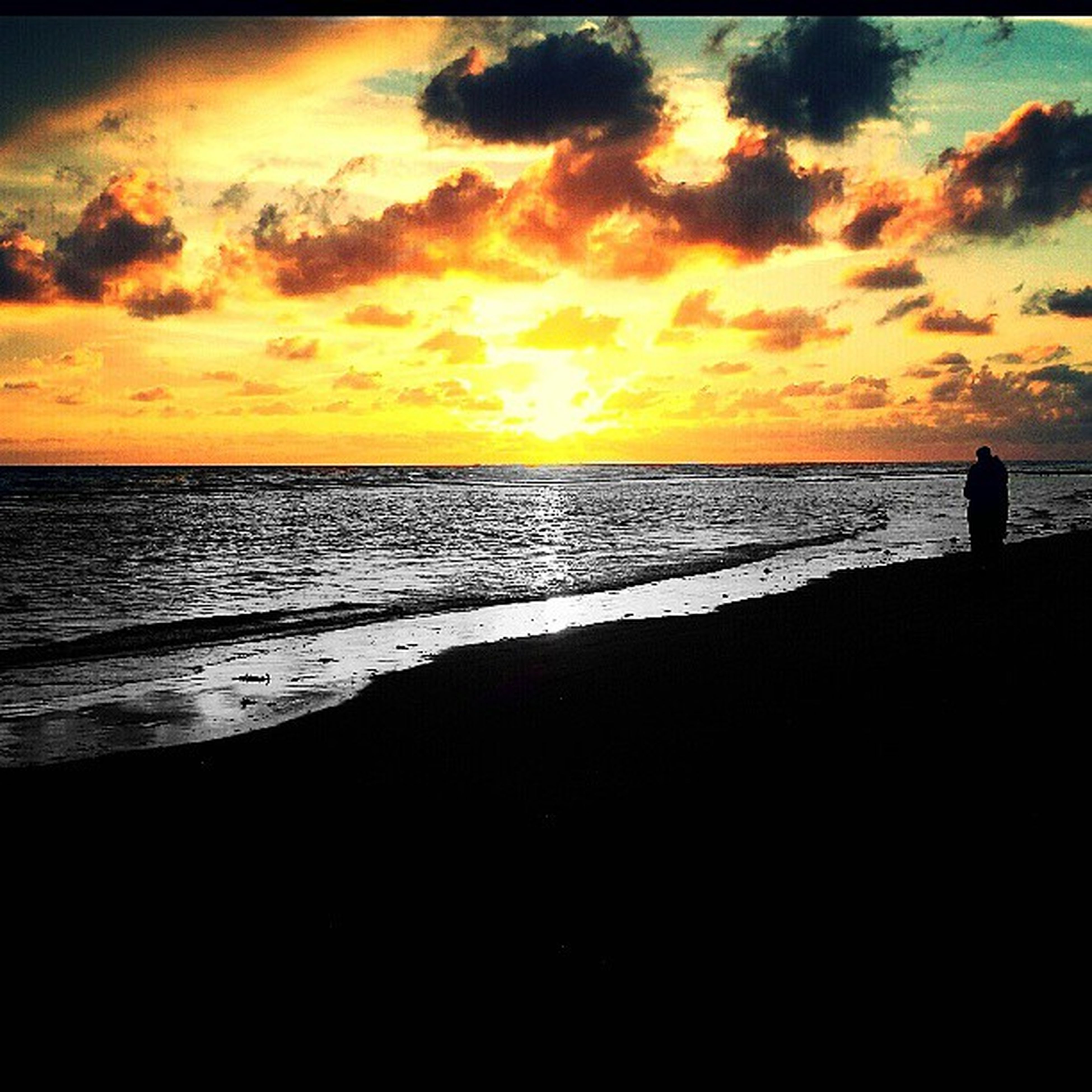 sunset, sea, horizon over water, water, scenics, tranquil scene, sky, beauty in nature, tranquility, beach, orange color, idyllic, silhouette, shore, nature, cloud - sky, dramatic sky, cloud, sun, reflection